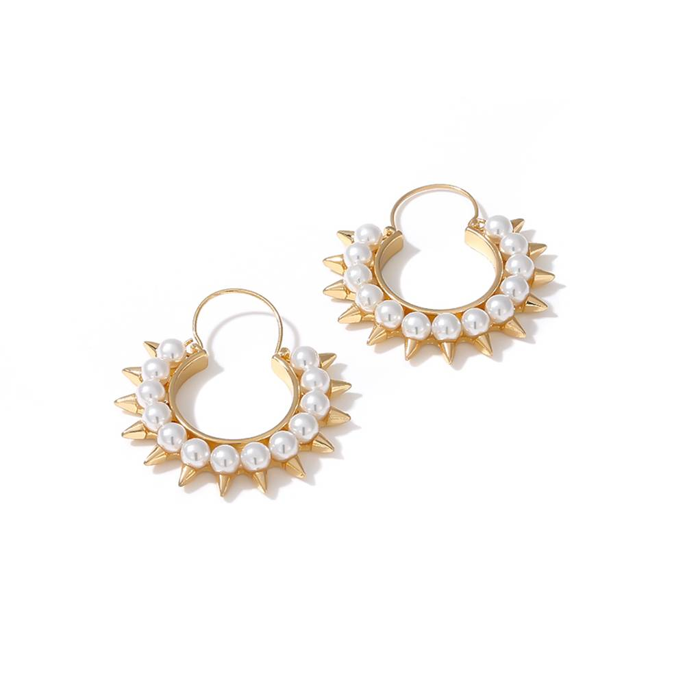 Circle Stud Earrings with Pearl Decoration